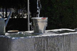 Utiliser l'eau de pluie pour des utilisations ménagères en plus de l'arrosage